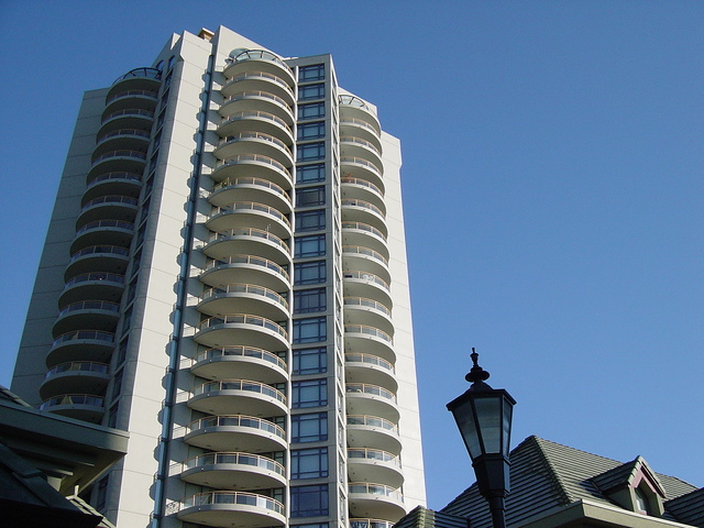 apartment-building-1254438-640x480