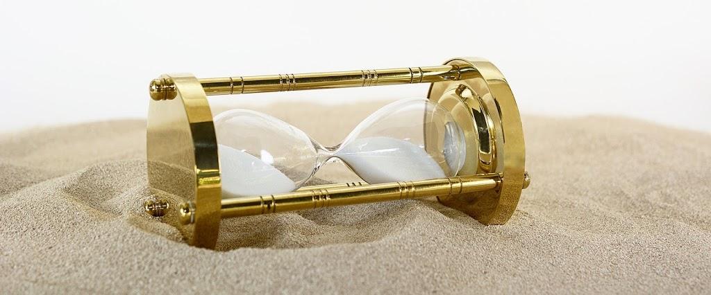 hourglass-2910951_1920.jpg